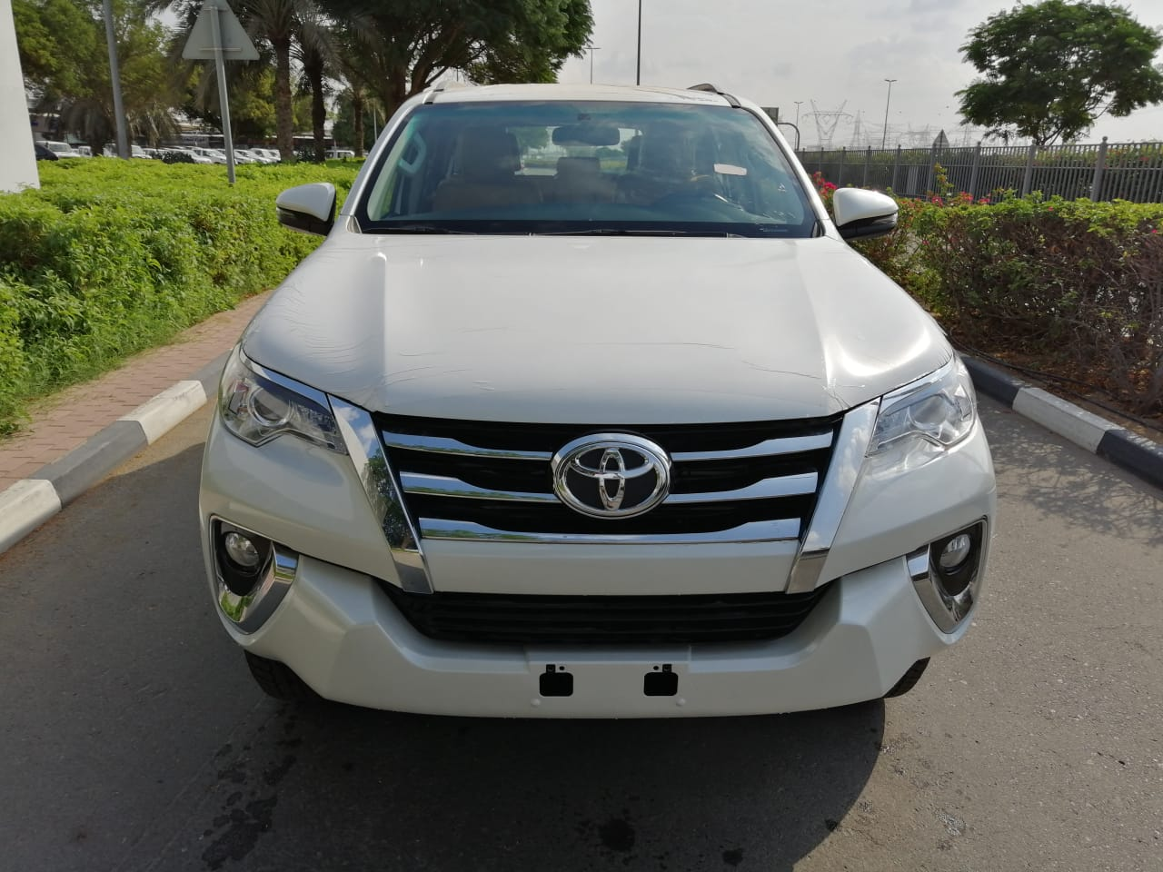 LHD BRAND NEW TOYOTA FORTUNER 2.4L DIESEL A/T - 2019 MODEL