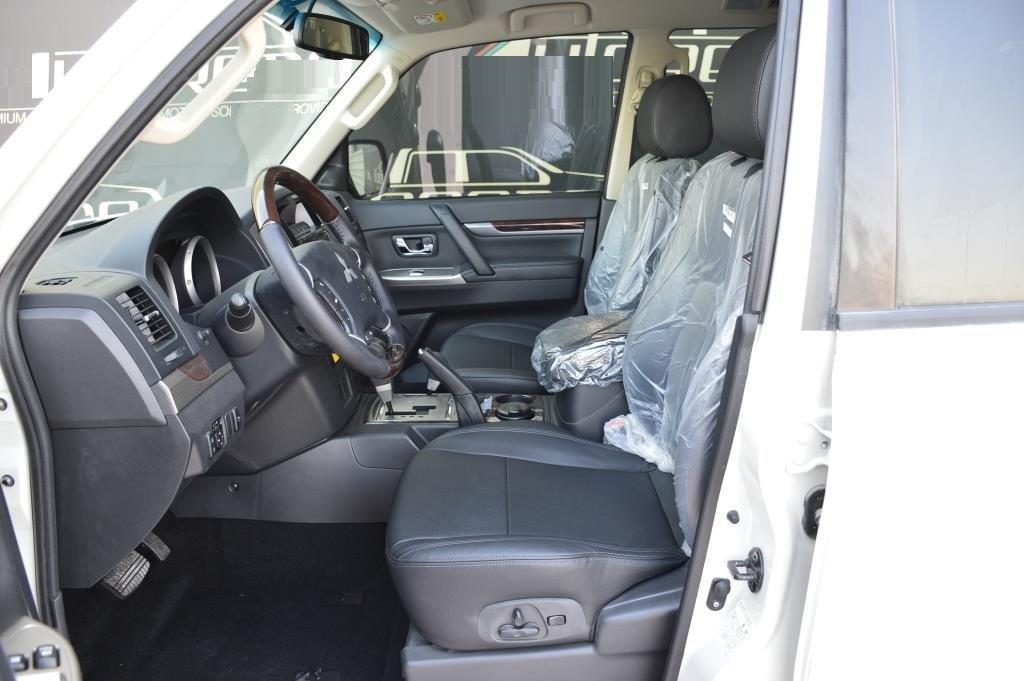 MITSUBISHI PAJERO GLS 3.5 LWB + LEATHER + SUNROOF + A/T PLATINUM