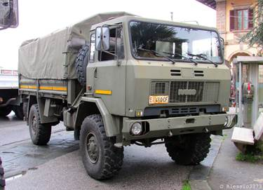 PROPOSITION DE CAMIONS MILITAIRES _ MILITARY TRUCKS AVAILABLE