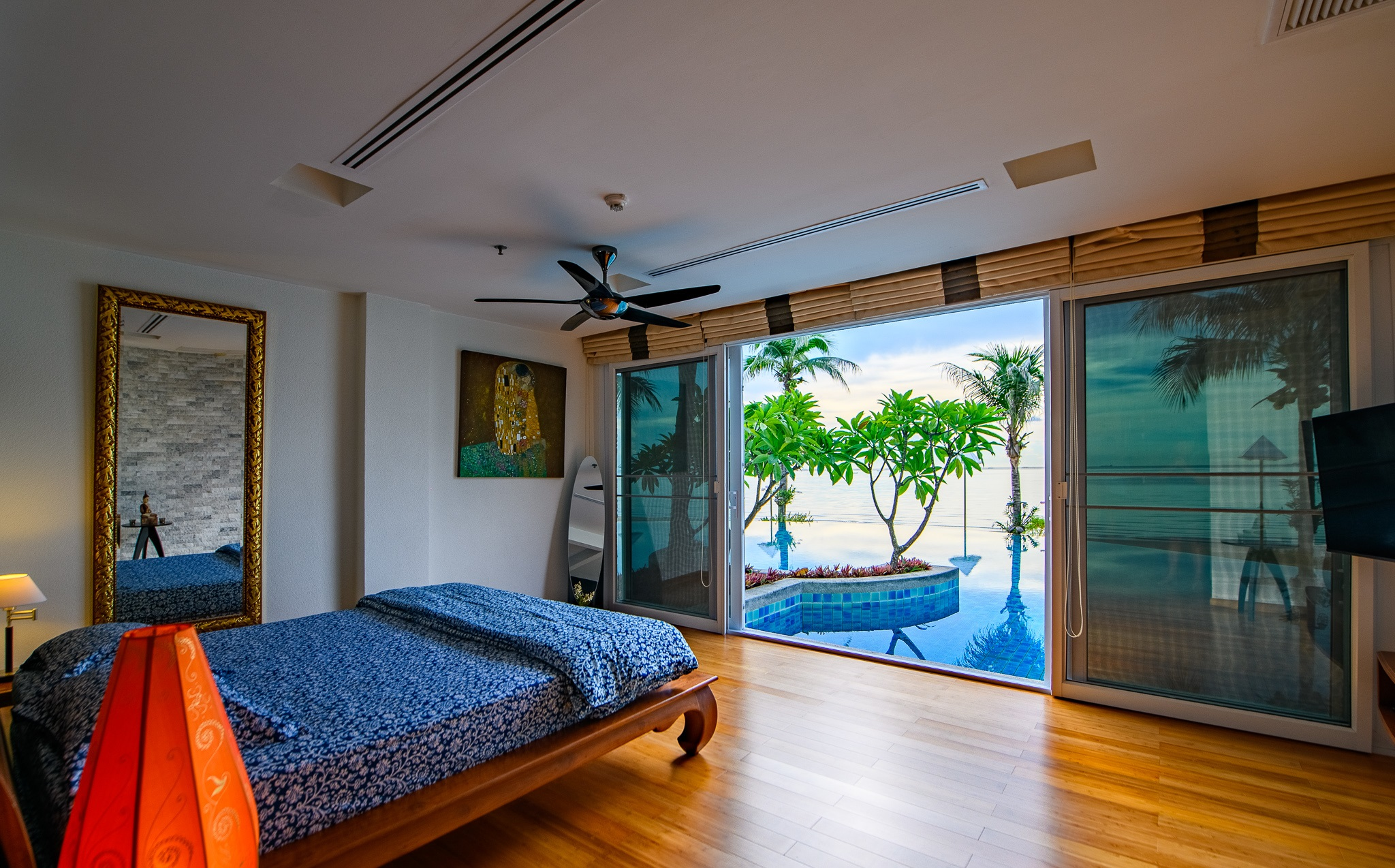 Ultimate Beachfront Apartment with Direct Pool Access Naklua (Pattaya) Thailand