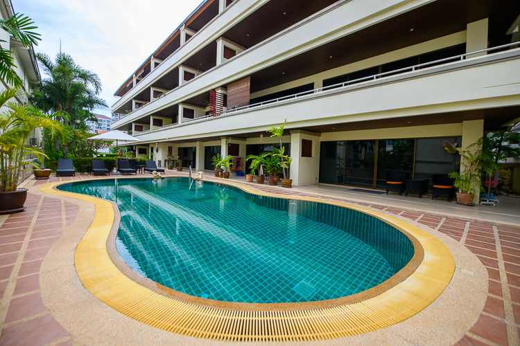 143 sqm, 3 bed, 2 bath condo in one of the nicest parts of Pratumnak. Only 3,875,000 THB