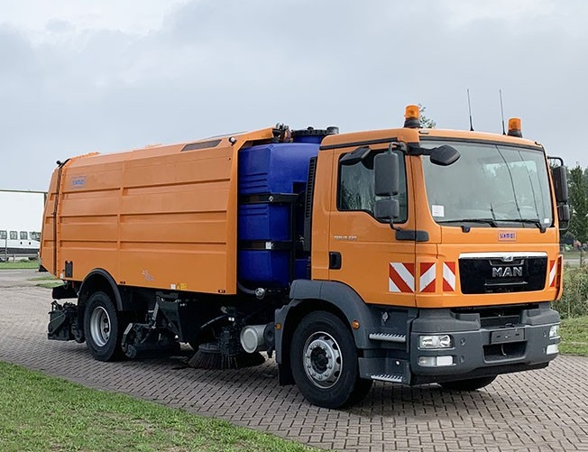 Equipped with Schmidt AS990 Airport Sweeper L+R 7 Units MAN TGM 18.330 BB AT L+R 4x2 Schmidt Sweeper 9.5 m3 - 2016 NEW Directly available Unit Price: € 152.950.00,- FOB PORT HOLLAND