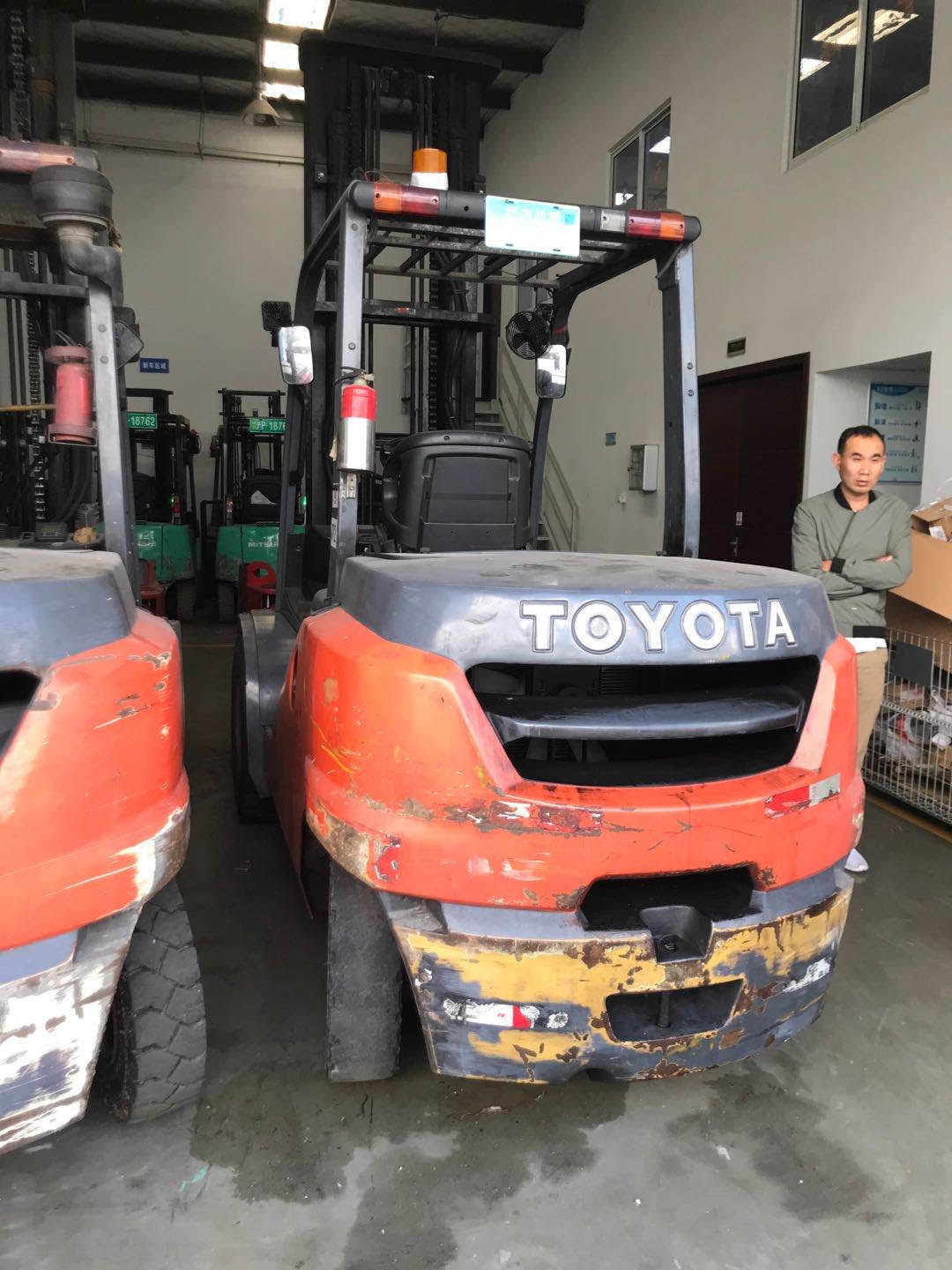 5Ton Toyota Used forklifts 2 pcs for sale !!!