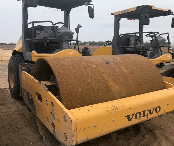 2016 Volvo SD115 84 inch smooth drum roller